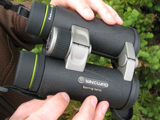 Vanguard Endeavor Binoculars Ergonomic Design for Comfort